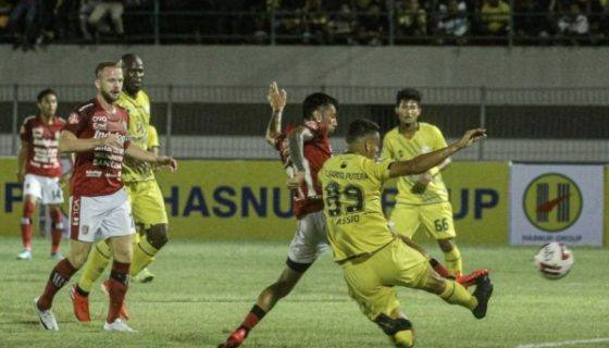 Photo of Mantan Pemain Bontang FC Fadil Sausu Tampil Trengginas Tundukkan Barito Putera