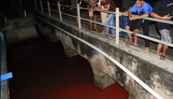 Photo of Ini Nih Penyebab Air di Sungai Berbas Jadi Warna Merah